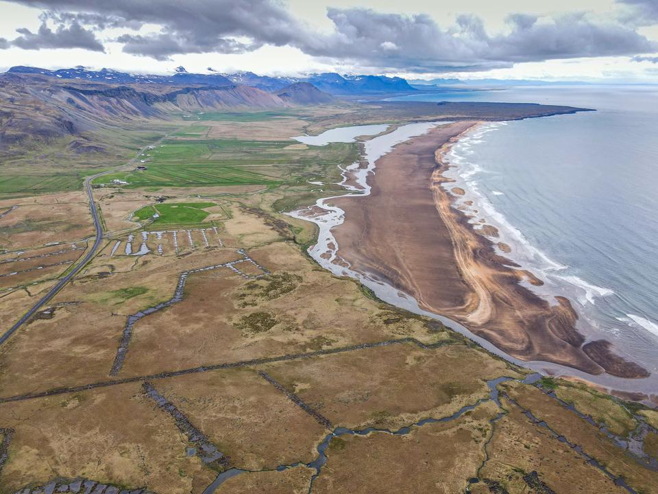 Loftmynd af endurheimtu votlendissvæði í landi Hnausa og Hamraendaá Snæfellsnesi
